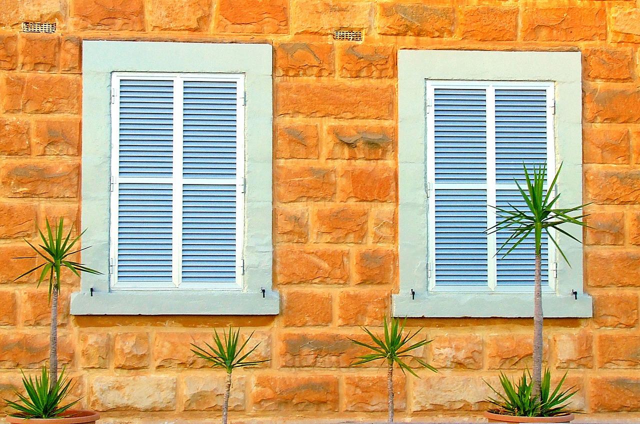 shutters-1039996_1280